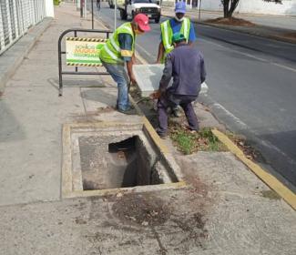 Alcaldía de Girardot restituye bocas de visita y nivela tanquillas en diversos puntos de Maracay