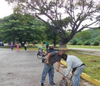 """Alcalde Bastidas promueve el Condominio de Apoyo junto a comerciantes de """"Las Ballenas"""""""