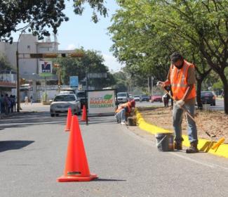 Alcaldía de Girardot ejecuta trabajos de demarcación vial en Av. General Páez